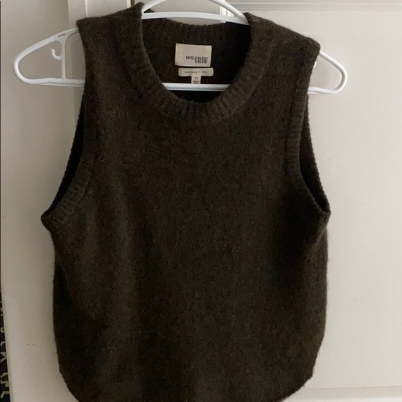 Cozy comfy vest / sweater! ( not scratchy )
